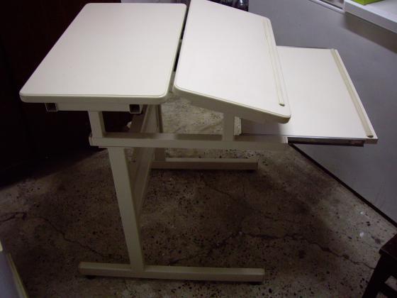 Table-Pupitre (origine informatique) à 4 €