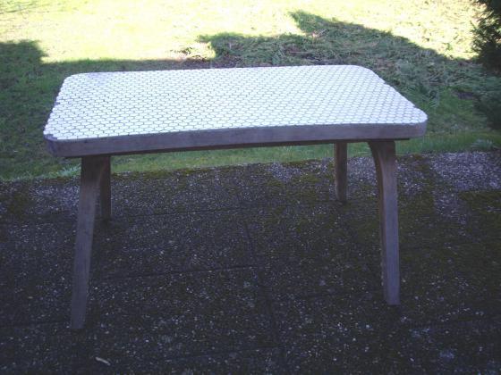 Table mi-haute carrelée à 6 €