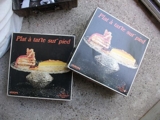 PLATS à TARTE RONDS SUR PIED -Neufs