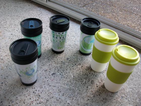Mugs et Verres Isothermes -Neufs à 0,50 € pièce