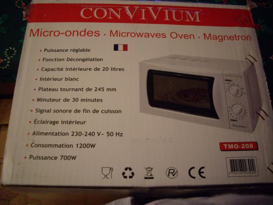 MICRO-ONDES TECHWOOD 20 L-Neuf- à 35 €