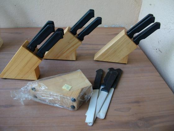 Lots Couteaux de cuisine sur support bloc bois-neufs
