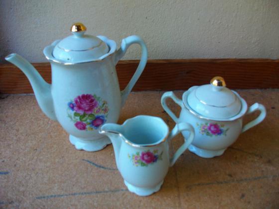 LOT Cafetière + Pot à lait + Sucrier
