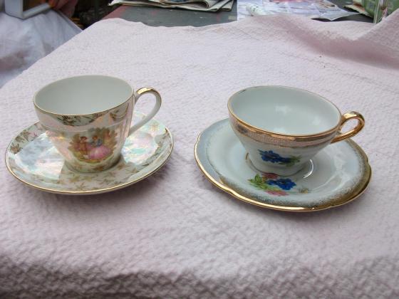 Tasses + soucoupes en porcelaine-neufs