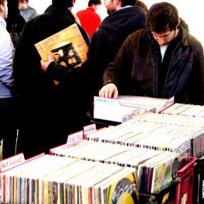 Bourse aux Disques Vunyls CD et BD de PLOUFRAGAN