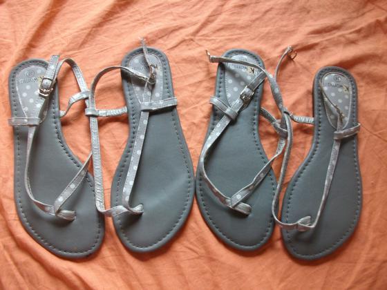 Sandales-Entredoigts Gris à Pois pt 38-neuves