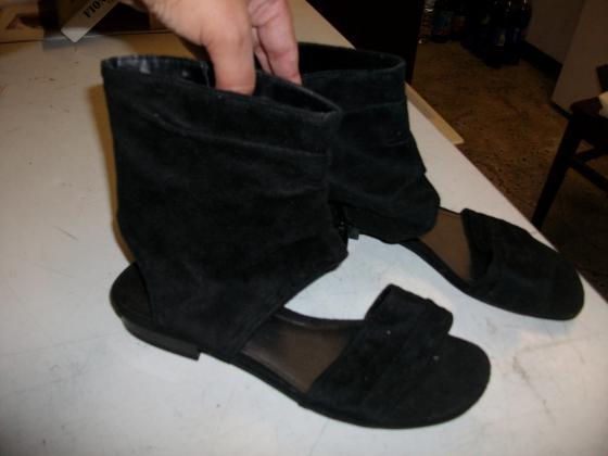 Sandales hautes Noir daim à tirette pt 38-neuves