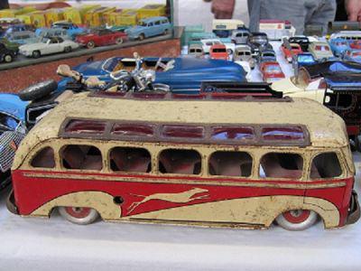 Bourse Miniatures Autos, Trains, Jouets Anciens de BOURGUEBUS