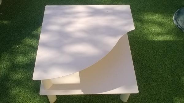 Table basse en fer beige