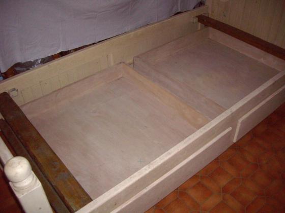 Cadre de Lit 1 personne en Bois Blanc avec 2 tiroirs à 18 €