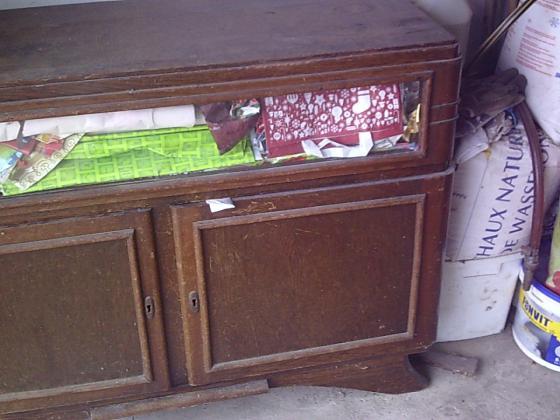 Meuble Bas 2 portes et petite partie vitrée