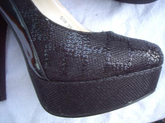 Escarpins Noir Brillant pt 39 talons 14 cm-neufs