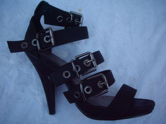 Sandales Noir à Sangles pt38 talons 12 cm-neuves
