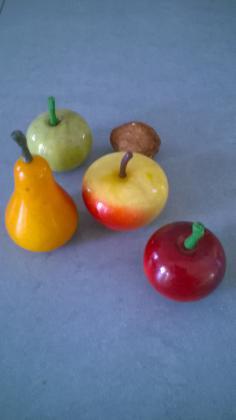 Lot de fruits en albatre