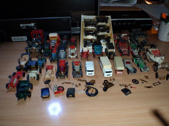 Lot de 36 modéles réduits de voitures