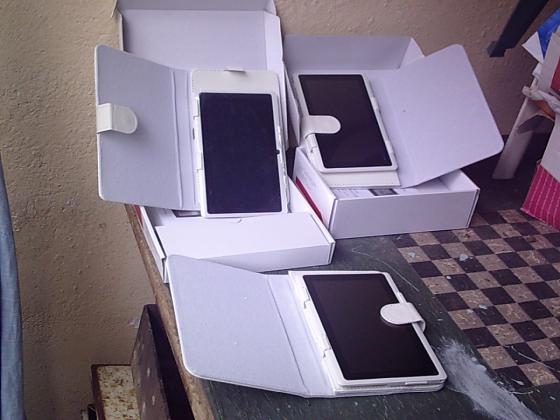 Tablette Tactile avec pochette-neuve