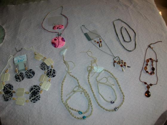 Bijoux Fantaisie (boucles d'oreilles, colliers, bracelets..)