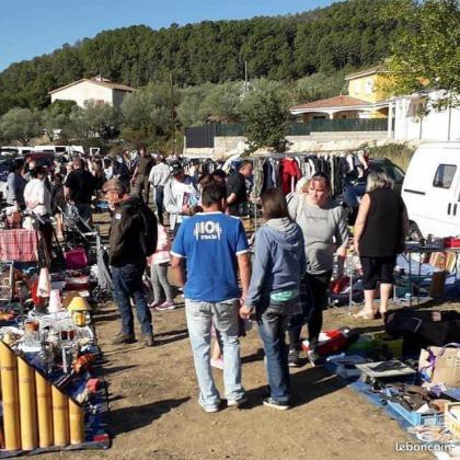 Vide grenier - marché aux puces  - Les Mages