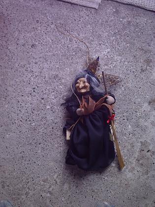 Peluche et Figurine Sorcière Halloween