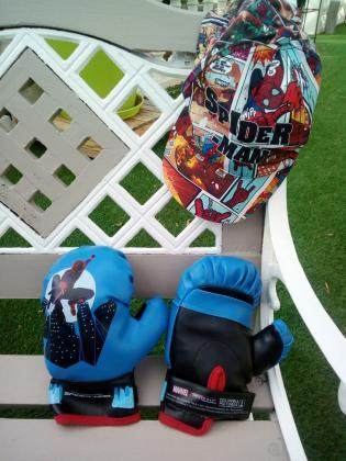 Gants de boxe spiderman et casquette