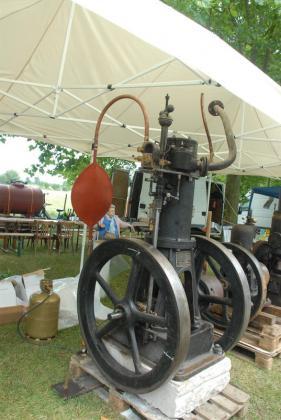 Retromotors - Bourse d'échanges - Vide grenier de Chivres