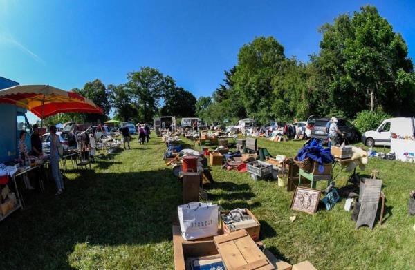 Brocante vide grenier artisanat de Saint-Sauvier